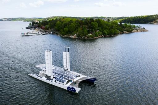Photo aérienne du bateau laboratoire Energy Observer, premier navire capable de produire son propre hydrogène, au large de Stockholm, le 28 mai 2019. © AFP/Archives Jonathan NACKSTRAND