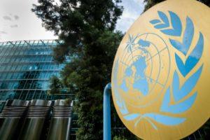 Le sigle de l'Organisation mondiale de la météolorogie où se tient une réunion des experts de l'ONU sur le climat (Giec), le 2 août 2019 à Genève © AFP FABRICE COFFRINI