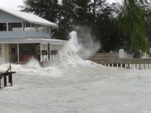 Une maison en bord de mer inondée lors d'une tempête à Majuro, aux Iles Marshall, en juillet 2015 © AFP/Archives GIFF JOHNSON