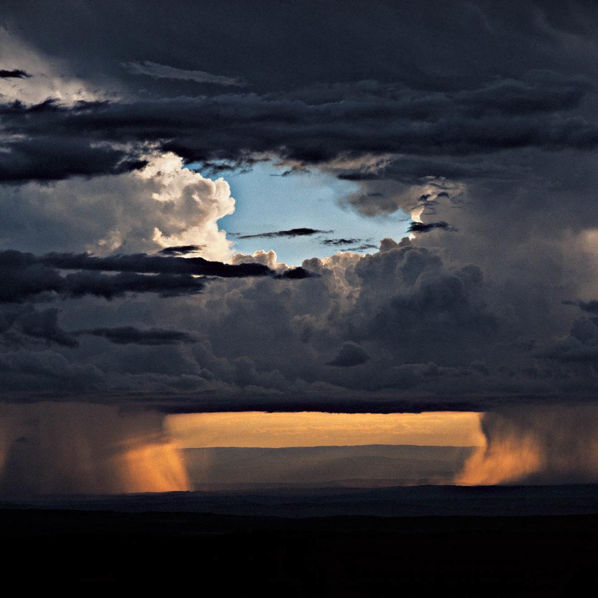 Orage sur les collines de Loita, Kenya. (1°50' N - 35°80' E)