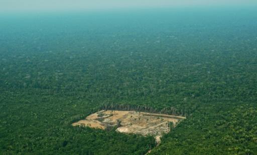 Photo aérienne montrant une zone déforestée en Amazonie, dans l'ouest du Brésil, prise le 22 septembre 2017 © AFP/Archives CARL DE SOUZA