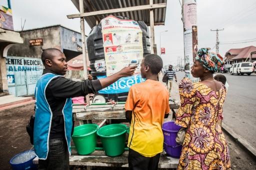 Contrôle de température dans une rue de Goma, dans l'est de la République démocratique du Congo, le 31 juillet 2019 © AFP PAMELA TULIZO