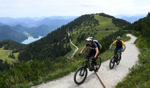VTT électriques, Alpes, conflits