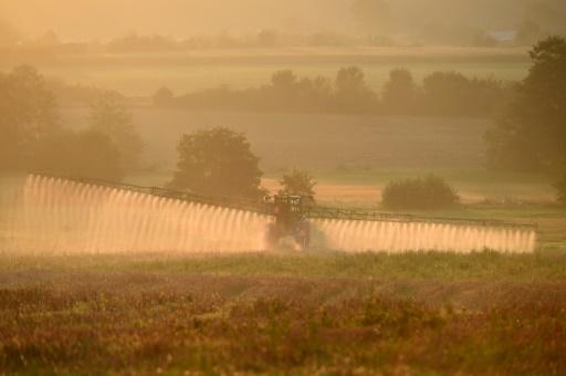 Epandage d'herbicide
