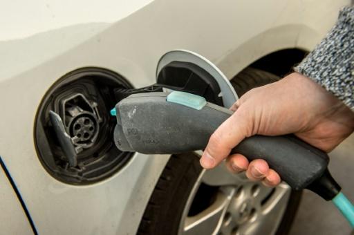 voitures électriques bonus baisse 2021