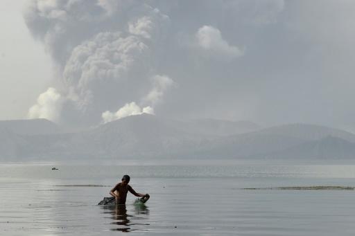 Eruption du volcan Taal