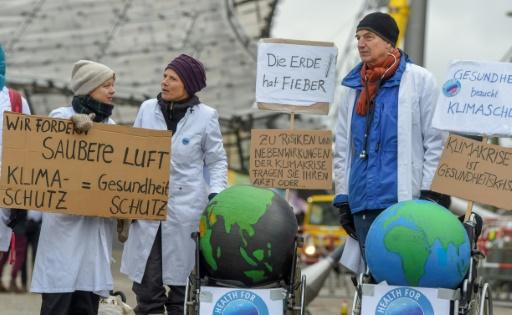 siemens militants écologistes manifestent