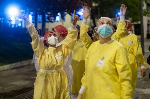 personnels soignants heros planetaires mondiaux pandemie coronavirus covid-19