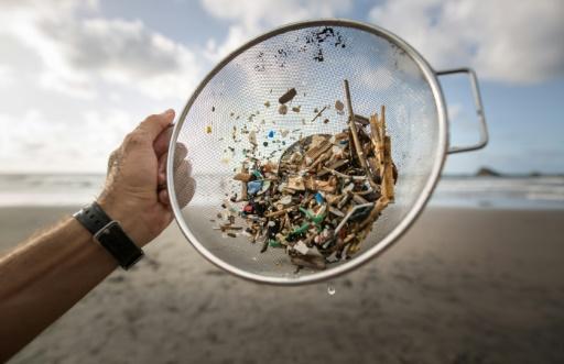 microplastiques plage Espagne