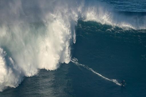 surfeur Nazaré Portugal