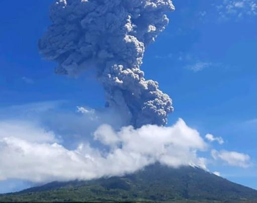 Lewotolo volcan Indonésie