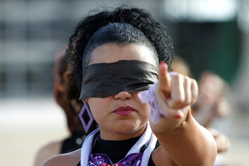 femme violence sexuelle Brésil manifestation