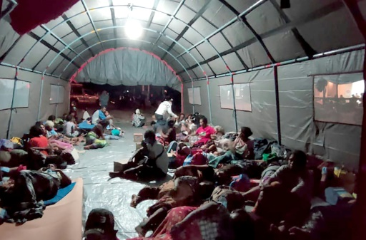 refuge évacuation volcan Indonésie