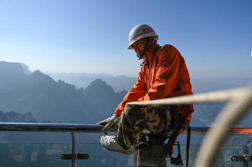 éboueur spiderman mont Tianmen Chine
