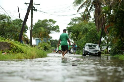 rue inondée cyclone Yasa Fidji