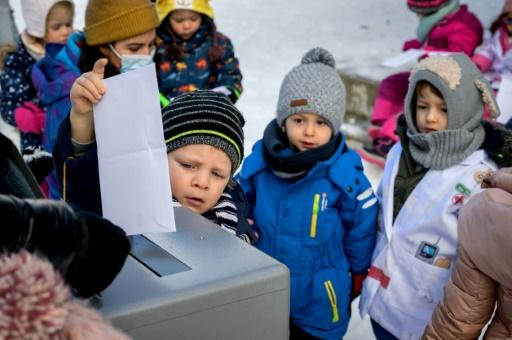 petits suisses enfants maternelle démocratie