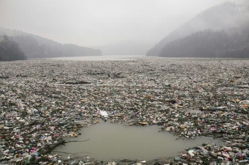 Serbie lac Potpec déchets