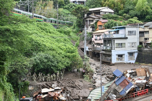 Japon coulée de boue sauvetage militaire