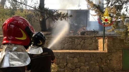 italie feux incendies pompiers canicule